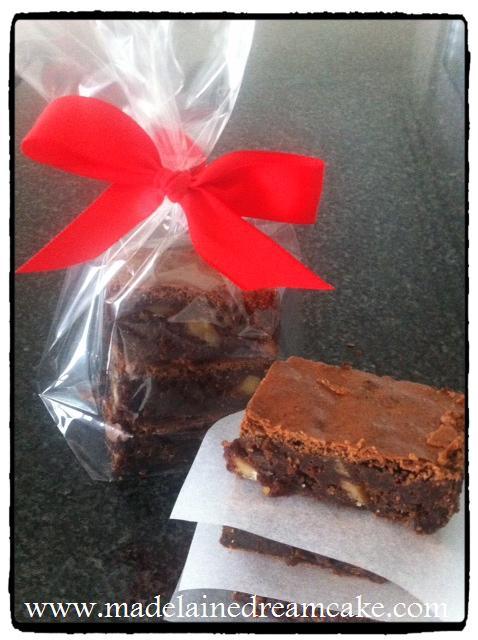 https://madelainedreamcake.com/2012/10/31/brownies-rezept/