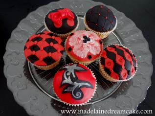 https://madelainedreamcake.com/2013/11/01/red-black-birthdaycake/