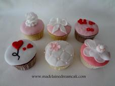 https://madelainedreamcake.com/2013/11/08/cupcakes-party/