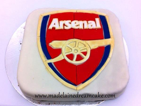 https://madelainedreamcake.com/2014/02/07/arsenal-cake/