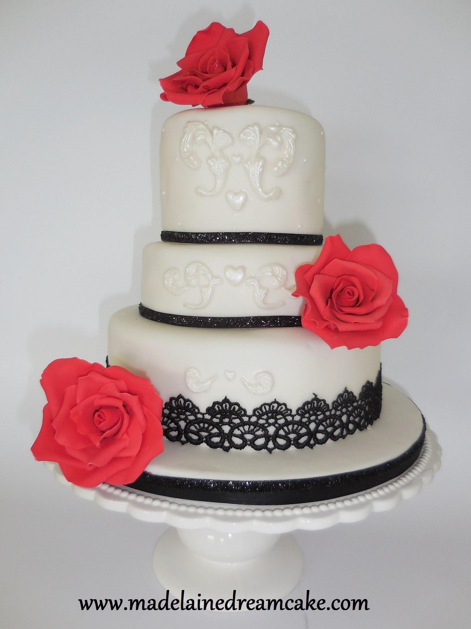 Hochzeitstorte Mit Roten Rosen Madelainedreamcake